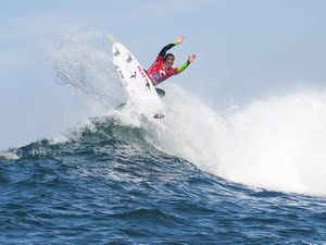 Kerr advances at Bells Beach