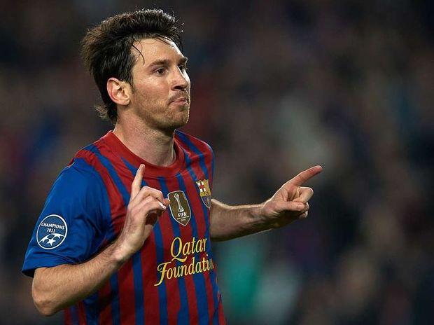 Lionel Messi has been accused of racism by Everton midfielder Royston Drenthe.