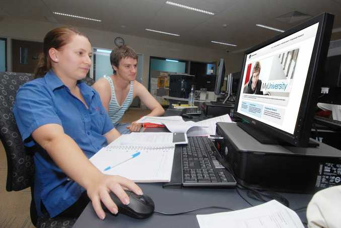 Louise Zillfleisch and Alain McGregor check out the new web site Photo Tony Martin / Daily Mercury