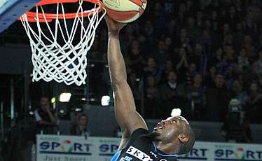 Breakers forward Cedric Jackson scores against the Perth Wildcats last night.