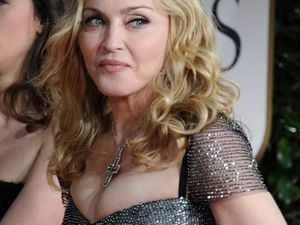 Madonna flashes fans again