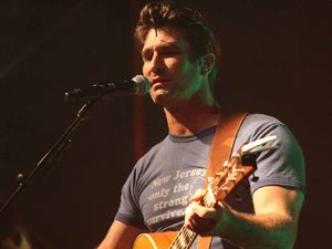 Pete Murray comes to woo his fans
