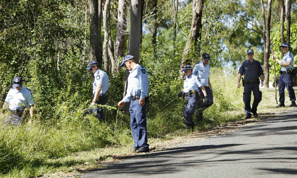 Police and SES crews search for evidence at Mt Crosby.