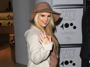 Jessica Simpson gives birth to girl