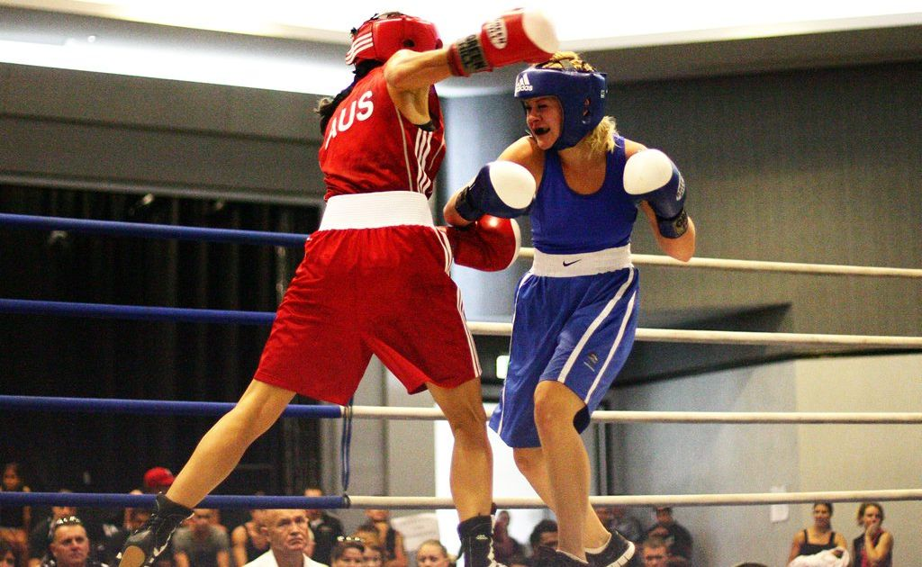 QLD amatuer boxing titles at the Caloundra RSL. Jessica Retallack (blue) V Sabrina Ostowari (red).