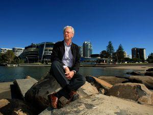 Mayor puts DA out to sea