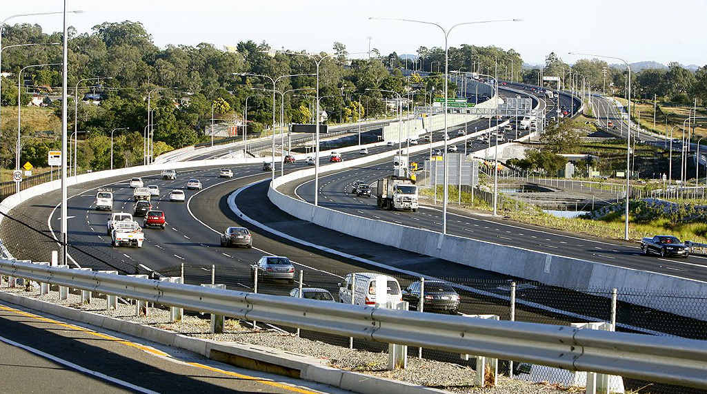 Tens of thousands of commuters move into the fast lane as the Ipswich Motorway speed limit rises to 100kmh tonight.