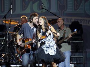 Shane Nicholson and Kasey Chambers have split
