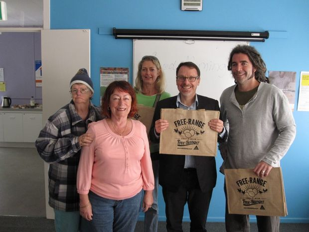 Greens MP John Kaye spoke to supporters of truthful labeling of free range eggs on the Coffs Coast today.