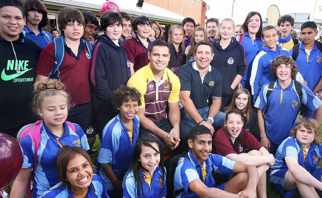 Steve Price and Ben Te'o with a bunch of kids at Sizzler as part of the FOGS ARTIE program.