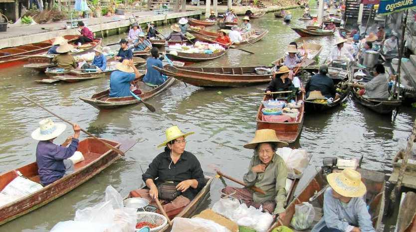 Canoe traffic at the Ta Kha Floating Market.