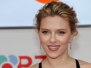 Scarlett Johansson gets drunk, says 'testicle pickles'