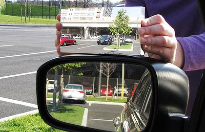 A US university professor has developed a curved mirror that effectively eliminates the blind-spot.