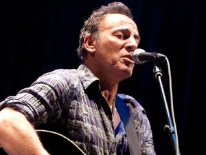 Bruce Springsteen auctions $300k lasagne dinner