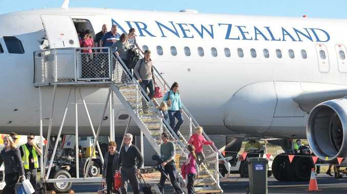 Fewer New Zealanders are leaving to go and live overseas, leading to a gain of 2,100 migrants last month, said Statistics NZ.