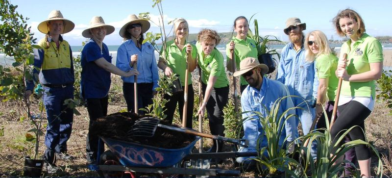 National Tree Day participants from the Coffs Harbour City Council, the Coffs Harbour Surf Club and Ce.x.