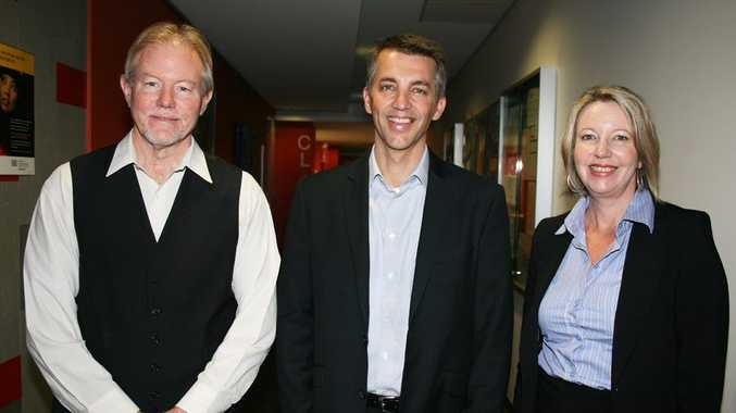 Harvard's Professor Michael Hiscox (centre) visits USQ.  Pictured with Professor Allan Layton (left) and Professor Julie Cotter