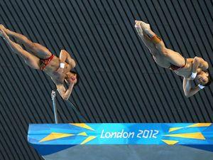 Chinese duo take diving gold