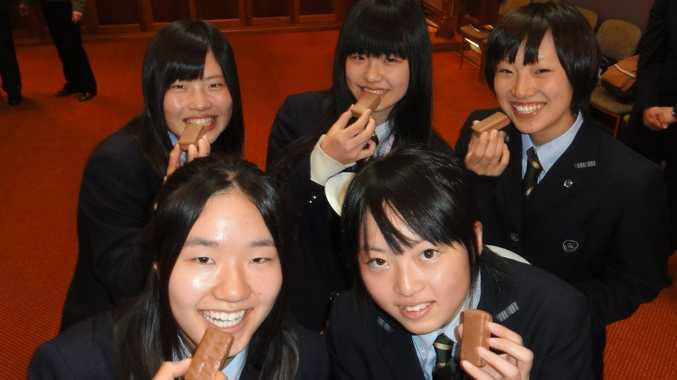 Tsukinoki Senior High School students (back from left) Maki Yamato, Miho Shimizu, Minami Watanabe and (front from left) Miona Kusaka and Yumi Takeuchi enjoy a sweet treat at the Mayoral reception.