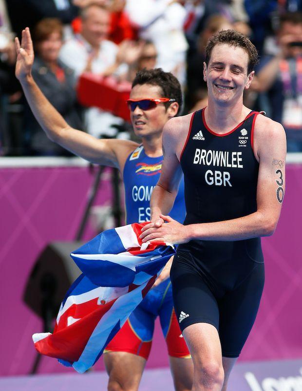 Alistair Brownlee leads home Spaniard Javier Gomez in the men's triathlon.