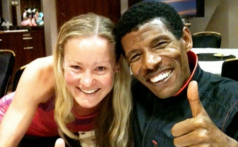 Mackay's Benita Willis poses next to the great Haile Gebrselassie.