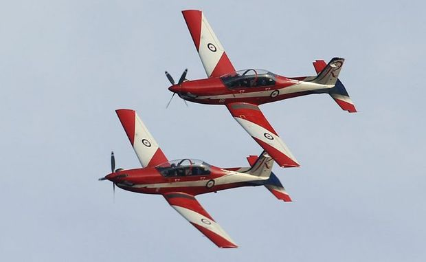 RAAF Roulettes put on a show off Alexandra Headland as crowds lined the shore. Photo: Cade Mooney / Sunshine Coast Daily