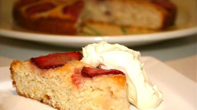 Miss Foodie's egg-free strawberry cake.