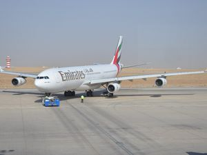 Emirates commence non-stop service