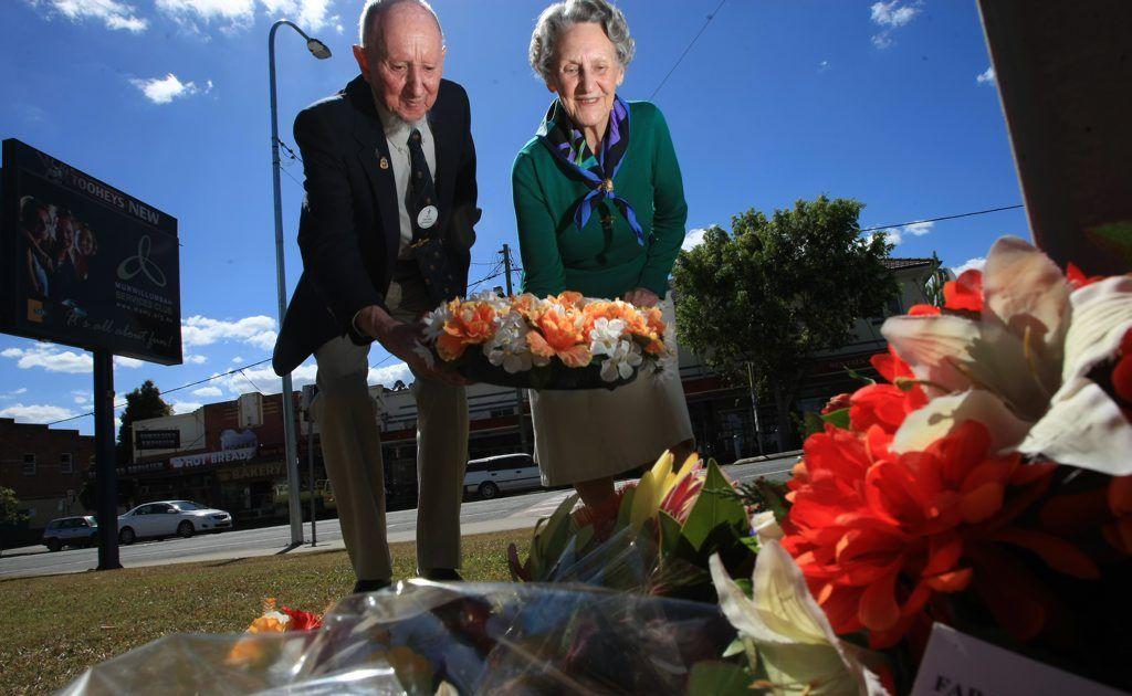 Kevin Sharpley and Iris Barrett laying a wreath outside the Murwillumbah RSL club.