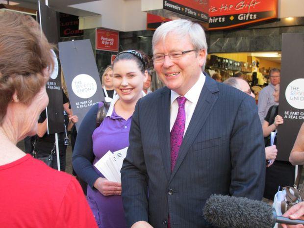 Kevin Rudd talks to public servants in the Queen Street mall, Brisbane.