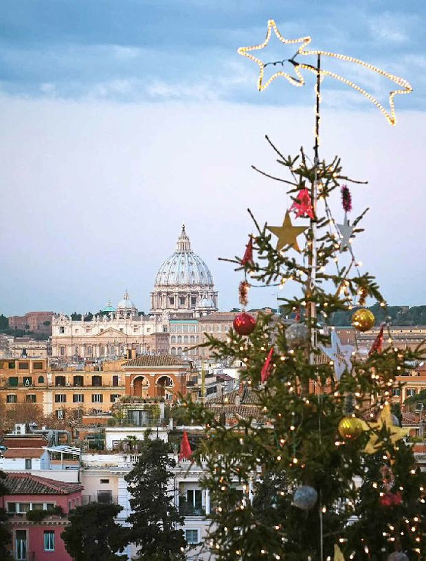 You can experience Rome and other famous places in Italy at Christmas.
