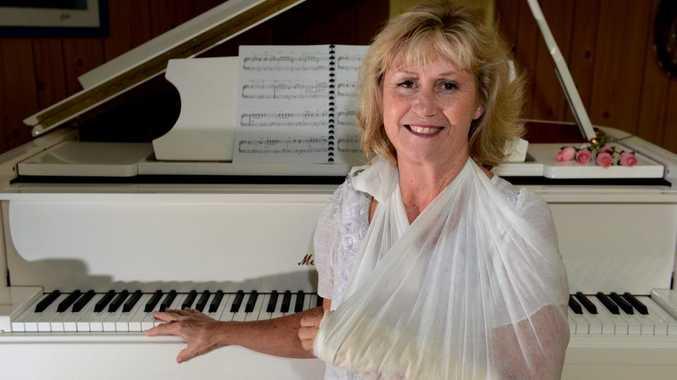 Pianist, Del Hodgson. Broken arm. Photo: John Gass / Daily News