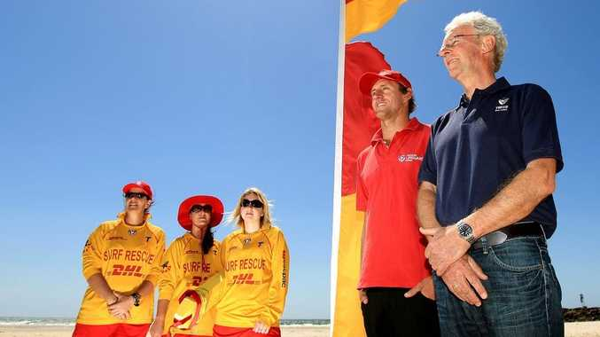 Tweed mayor Barry Longland, with Surf life savers from teh Tweed Coast, Susan Young, Felicity Maitre, Jess McWilliam, and Scott McCarthey.