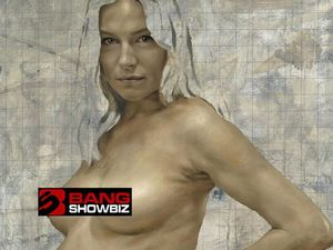 Sienna Miller poses nude for pregnancy portrait