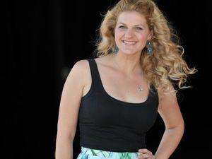 Songstress Mirusia Louwerse