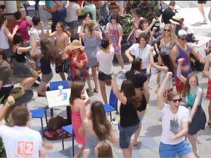250 schoolies flash mob food court