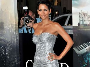 Halle Berry told to be sexier on set of James Bond film