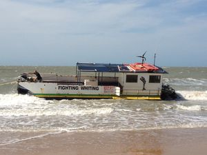 Rescue effort to save fishing boat stranded on Torquay beach