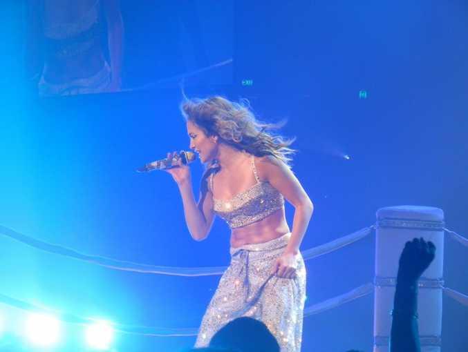 Jennifer Lopez insists she is still single despite being spotted kissing ex-boyfriend Casper Smart in Los Angeles last week.