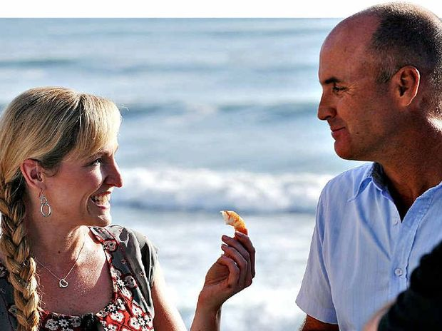 Fifi Box and Grant Kenny share a laugh and some prawns on the beach in 2009.