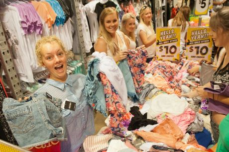 Park Beach Plaza Boxing Day Sales: Kaitlyn Grant finds a bargain. Photo: Rob Wright / The Coffs Coast Advocate