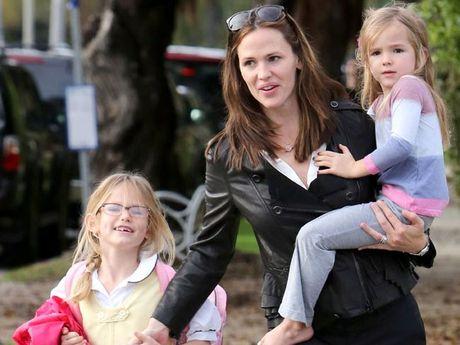 Jennifer Garner with daughters Violet and Seraphina.