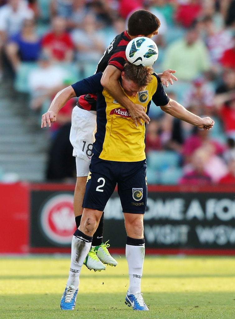 Daniel McBreen of the Mariners competes with Iacopo La Rocca of the Wanderers during the round 15 A-League match between the Western Sydney Wanderers and the Central Coast Mariners at Parramatta Stadium on January 6, 2013 in Sydney, Australia.