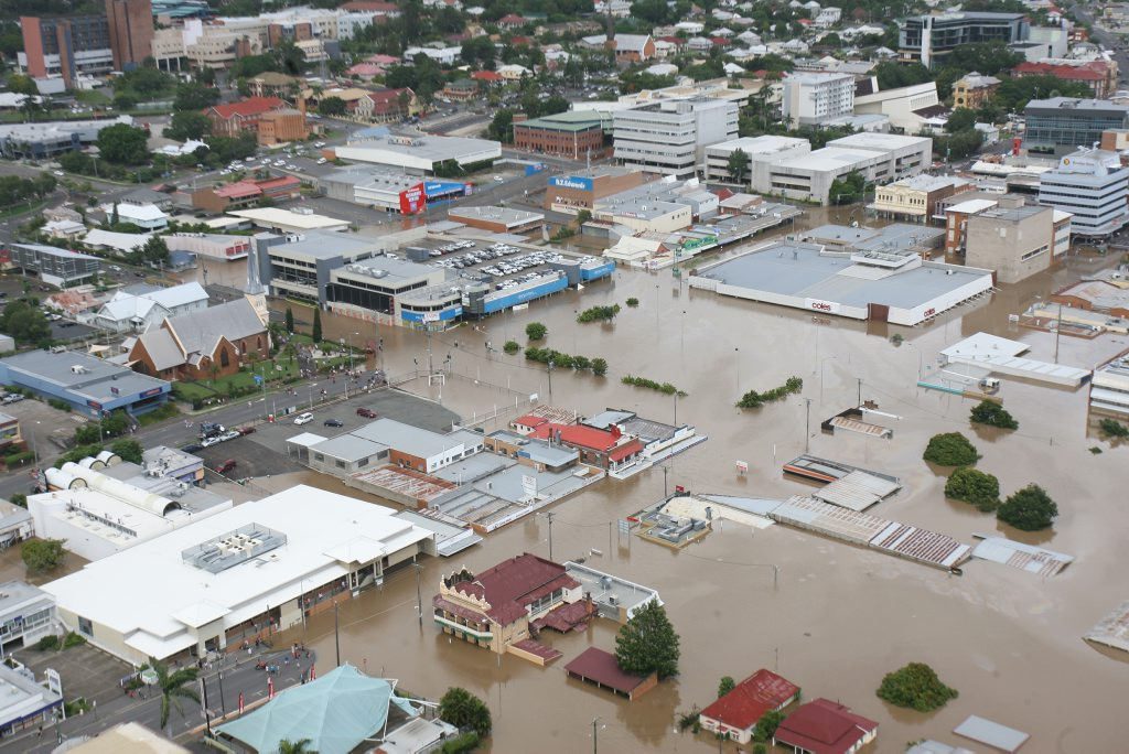 Flooding in Ipswich on Wednesday. Ipswich CBD looking West. Coles in centre, Ipswich Hospital top left of frame. Photo: Rob Williams / The Queensland Times IPS120111CHOP13E