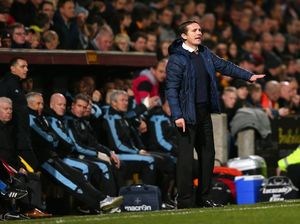 Parkinson puts money on Aston Villa despite Bradford's lead