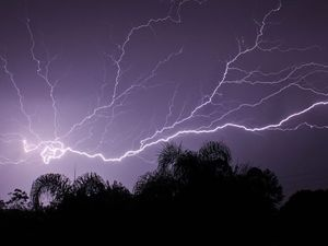 Storms leave 2500 without power in south-east Queensland