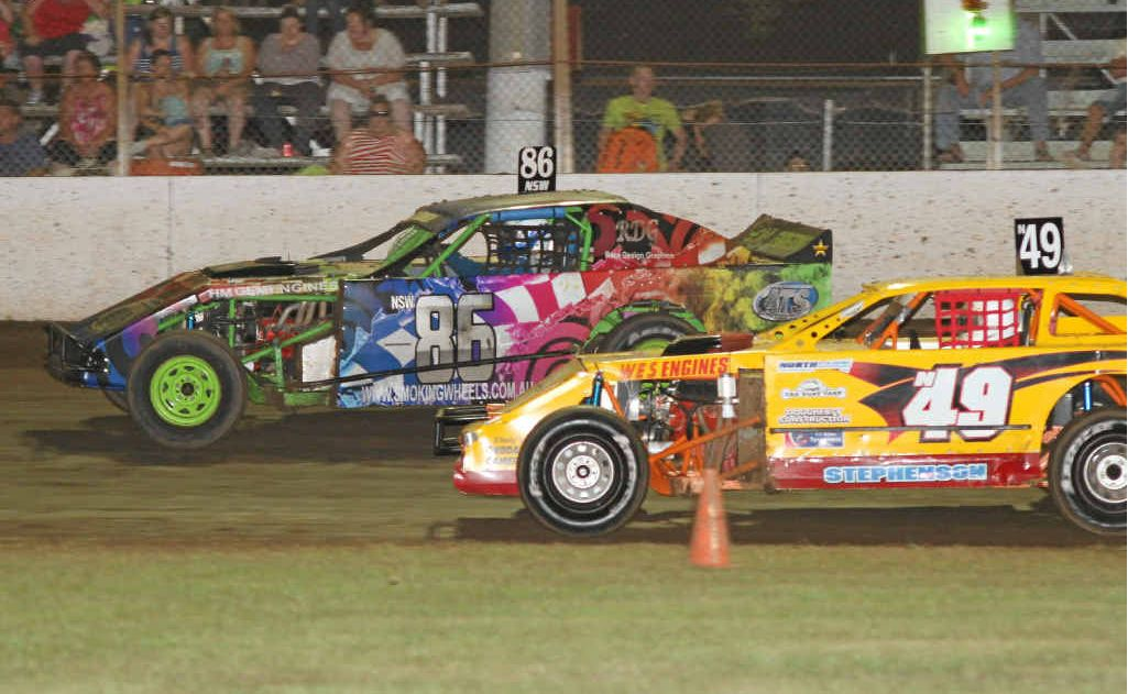 Some of the AMCA action at Grafton Speedway on Saturday night. Photo: Tony Powell
