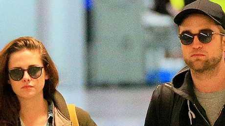 Robert Pattinson and Kristen Stewart have split up.