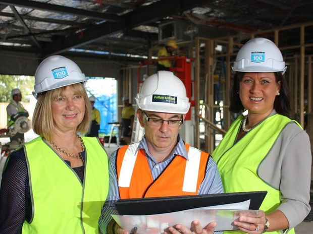 Dr Di Blankensee, Andrew Armstrong [Architect], Justine Elliot MP take a look at the new super clinic. Photo Contributed