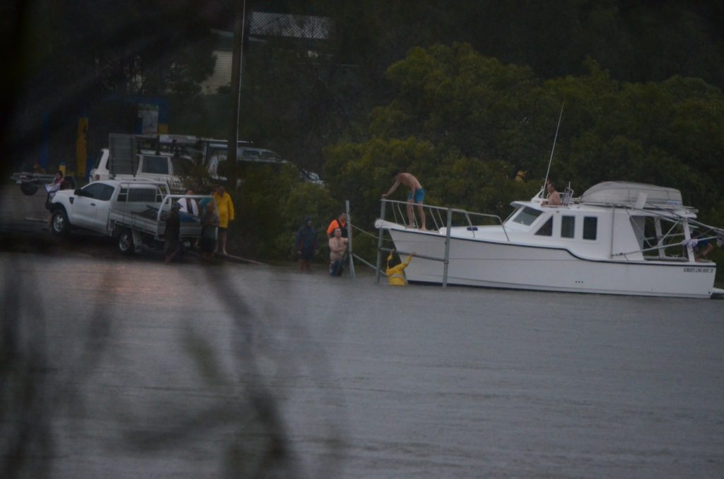 People moving a house boat out of the Boyne River just before 7am.